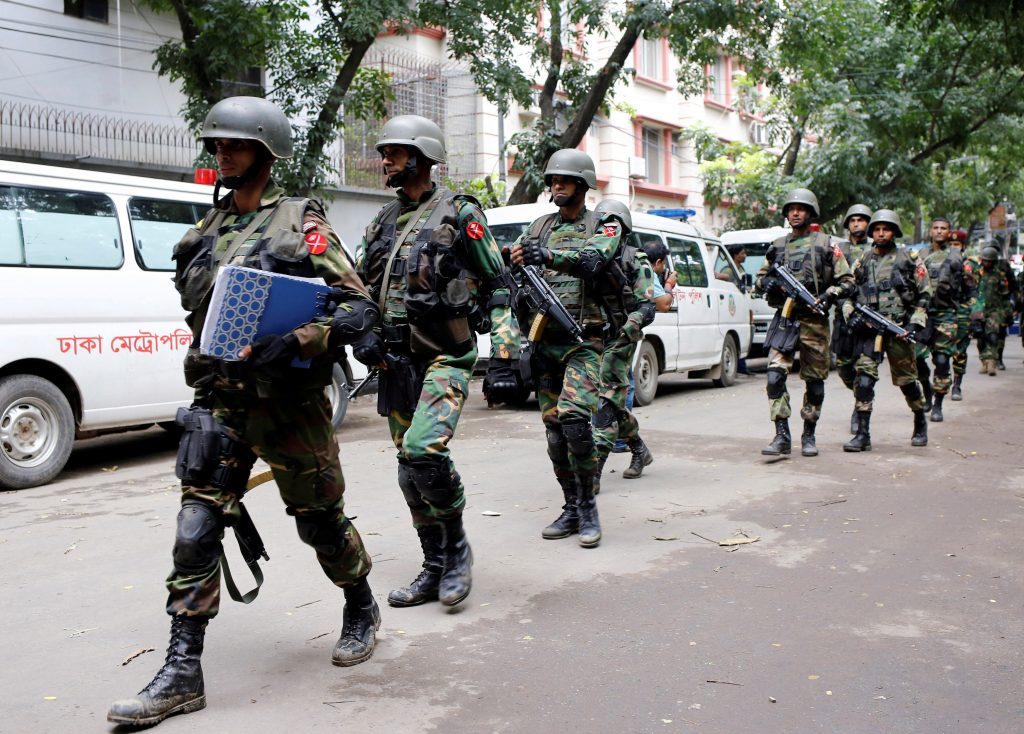 Army soldiers patrol near the Holey Artisan restaurant after gunmen attacked the upscale cafe, in Dhaka, Bangladesh, July 2, 2016. REUTERS/Mohammd Ponir Hossain FOR EDITORIAL USE ONLY. NO RESALES. NO ARCHIVES.