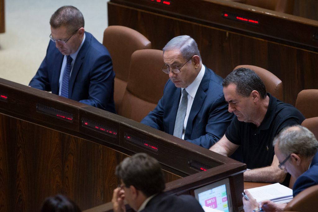 Israeli Prime Minister Binyamin Netanyahu, flanked by Public Security Minister Gilad Erdan (L) and Transportation Minister Yisrael Katz (R), at the Knesset. (Yonatan Sindel/Flash90)