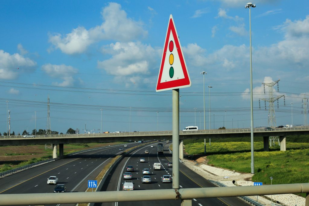 Traffic at the entrance to Israel's Highway No. 6. (Chen Leopold/Flash90)