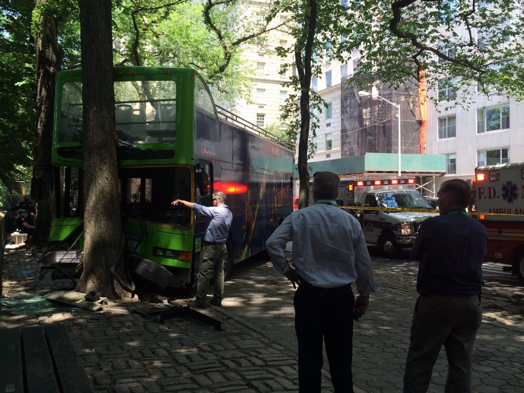 A tour bus hit a tree on 63rd Street and Fifth Avenue on Thursday, injuring nine. (Sergey Kadinsky/Twitter)