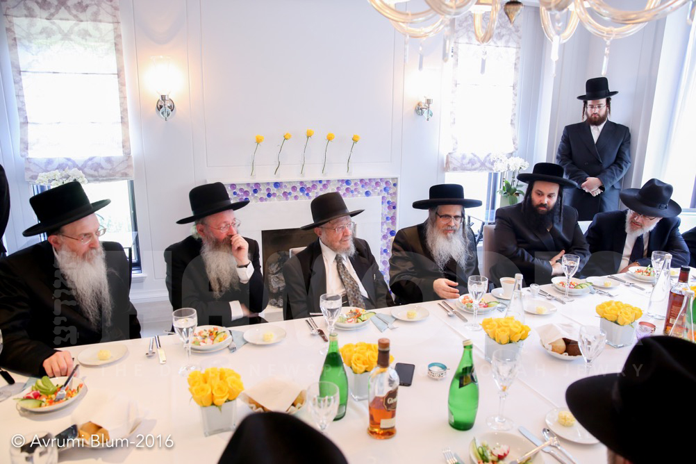 Members of the Moetzes Gedolei HaTorah of Agudath Israel of America, together with Satmar Rebbe, Rebbi Zalman Leib Teitelbaum, shlita, traveled to Toronto on Monday to raise funds for the French Children's Foundation, which helps place French Olim in frum schools throughout Eretz Yisrael.