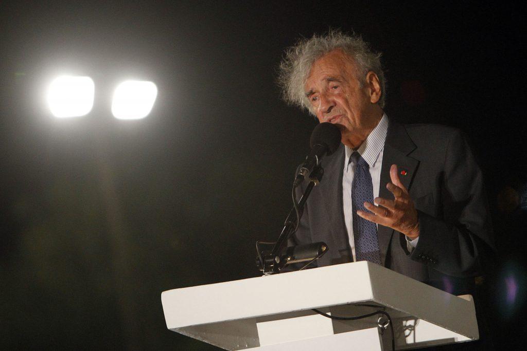 Elie Wiesel speaking in 2010 (Miriam Alster/Flash90)