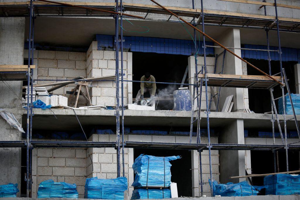 Construction of new buildings in the ultra orthodox Jewish town of Telz-Stone, outside of Jerusalem on March 21, 2016. Photo by Nati Shohat/FLASH90 *** Local Caption *** èìæ ñèåï ÷øééú éòøéí áðééä áðéä