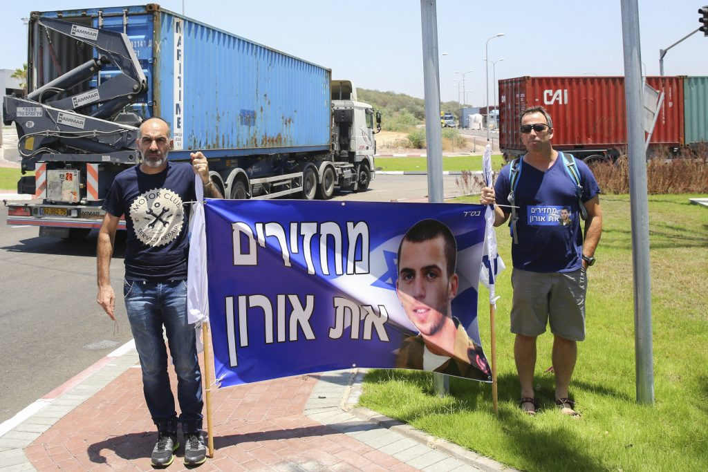 Friends and family of late Israeli soldier Oron Shaul protest outside the Ashdod port in southern Israel on July 3, 2016, The Lady Leyla Panama, a Turkish ship carrying humanitarian equipment and food to Gaza arrived on Sunday to Ashdod port following the recent agreement signed between Israel and Turkey. Photo by Flash90 *** Local Caption *** טורקיה עזה ישראל הסגם נמל אשדוד ספינה סיוע ציוד אורון שאול משפחה חברים הפגנה