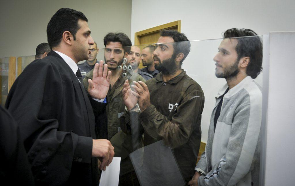 Palestinian suspects are brought to court for a hearing on their involvement in the deadly shooting attack at Sarona Market, Tel Aviv, on Junly 4, 2016. Two Palestinian terrorists shot and killed 4 Israelis, and injuring several more, at the Sarona Market shopping center in tel Aviv, on June 8. Photo by Flash90 *** Local Caption *** áéú îùôè çùåãéí úì àáéá îúçí ùøåðä îùèøä ôéâåò éøé ôöåò
