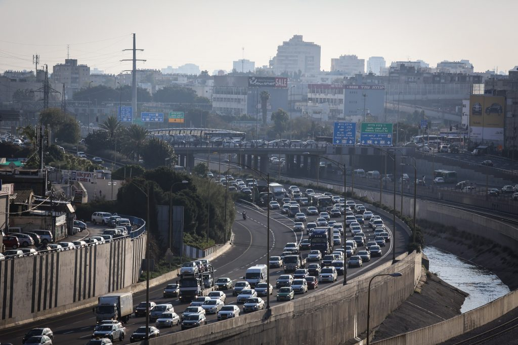 A typical scene on the Ayalon Highway in Tel Aviv, where a $2 billion development project is in the works. (Nati Shohat/Flash90)