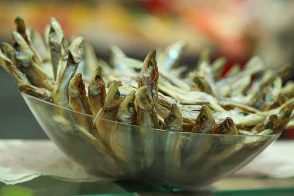 FIsh on display in the Machaneh Yehudah market in Yerushalayim. (Gitty Golds)