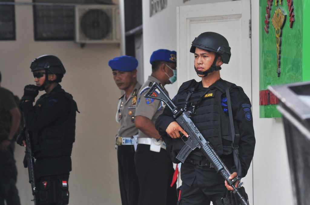 Indonesian security forces stand guard at the hospital where a body believed to be that of the country's most-wanted militant, Santoso, who was killed in a clash with security forces, is lying in Palu, Central Sulawesi, Indonesia July 19, 2016 in this photo taken by Antara Foto. Antara Foto/Fiqman Sunandar/ via REUTERS ATTENTION EDITORS - THIS IMAGE WAS PROVIDED BY A THIRD PARTY. FOR EDITORIAL USE ONLY. MANDATORY CREDIT. INDONESIA OUT.