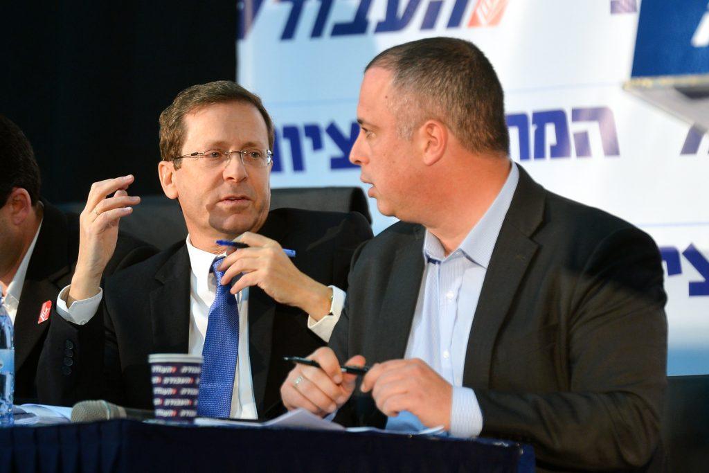 Leader of the Israeli Labor party Isaac Herzog (L) with Labor secretary-general, MK Hilik Bar. (Flash90)
