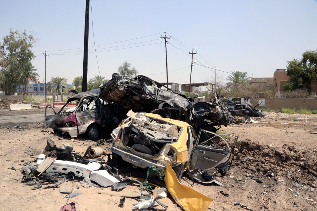 Destroyed vehicles are seen at the site of a suicide car bomb in Khalis, north of Baghdad, Iraq, July 25, 2016. REUTERS/Stringer EDITORIAL USE ONLY. NO RESALES. NO ARCHIVE. TPX IMAGES OF THE DAY
