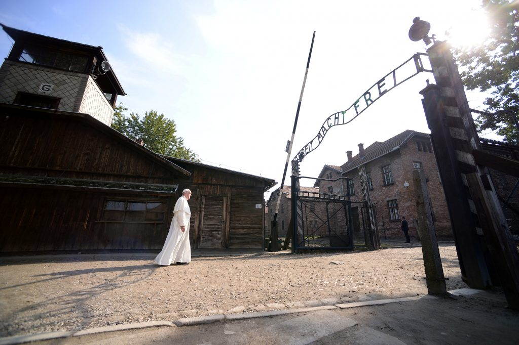 """Pope Francis walks through Auschwitz's notorious gate with the sign """"Arbeit Macht Frei"""" (Work sets you free) during his visit to the former Nazi death camp, Poland, July 29, 2016. REUTERS/Filippo Monteforte/Pool TPX IMAGES OF THE DAY"""