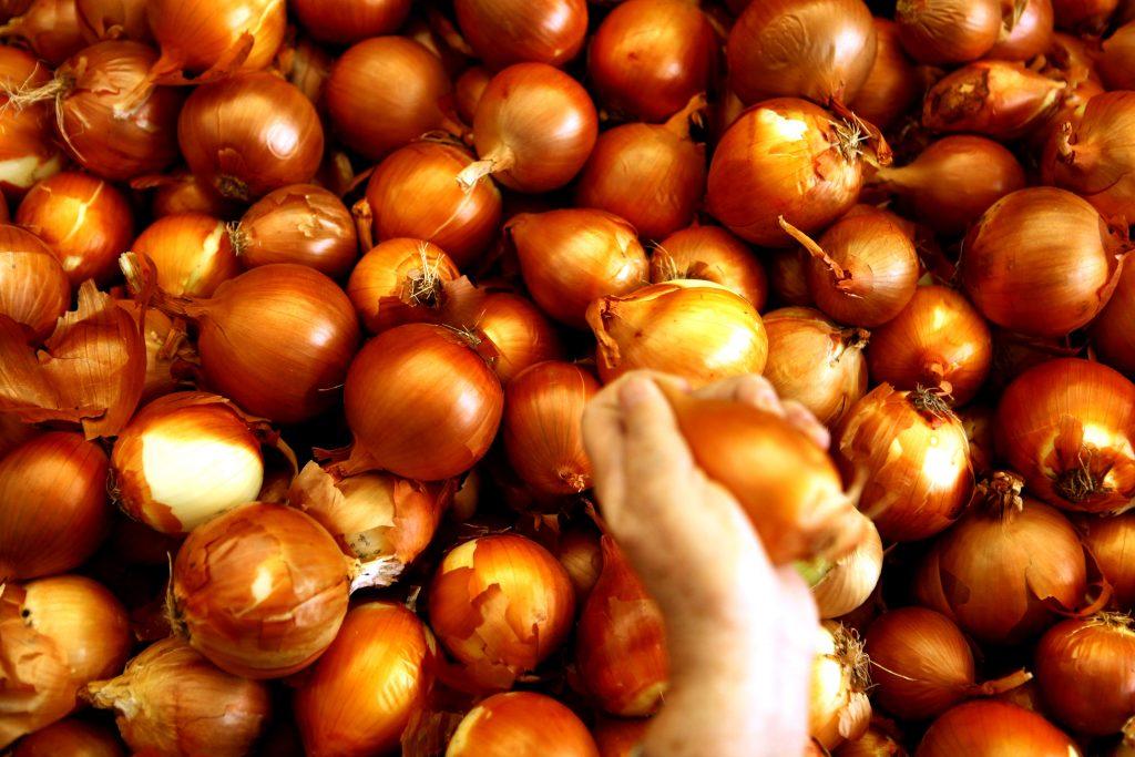 Onions on display in an Israeli market. (Abir Sultan/Flash 90)