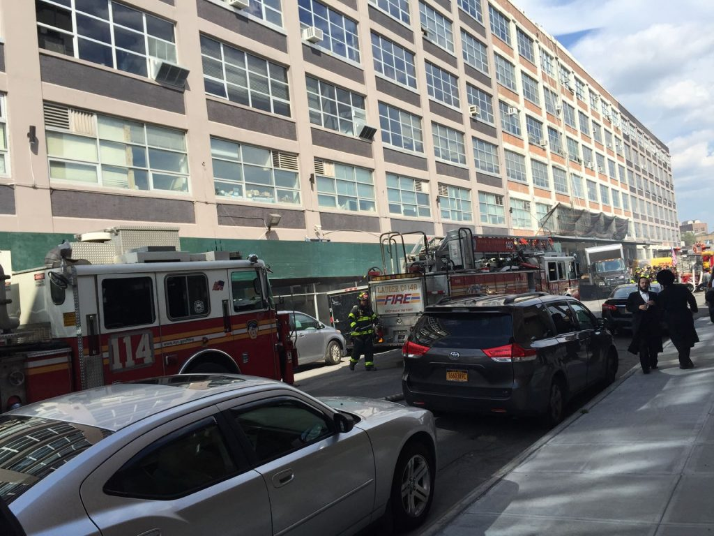 A firer broke out on Tuesday afternoon, in a large office building on 14th Ave. between 36th and 37th Streets in Boro Park. Baruch Hashem, no one was hurt. (JDN)