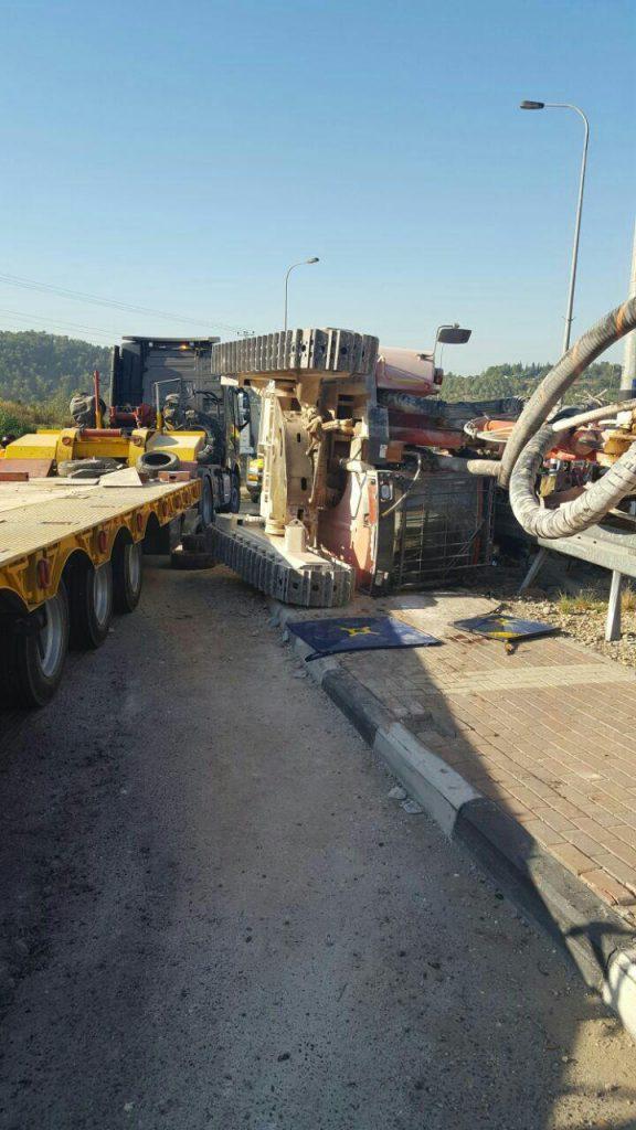 The overturned truck. (Hatzalah Yehudah and Shomron)