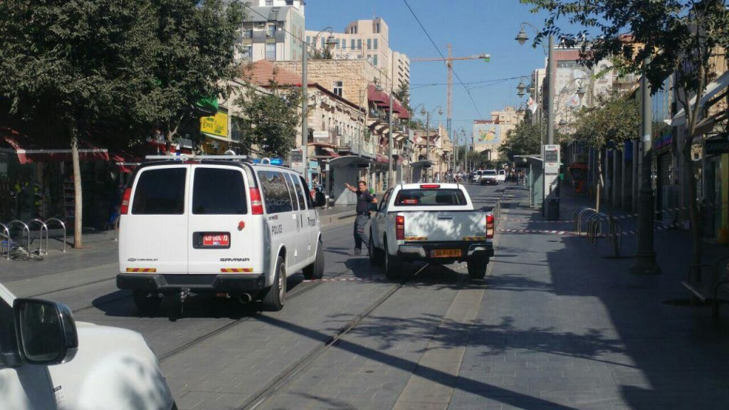 Police and security personel at the scene of the attemped attack on the light erail, on Rechov Yaffo, Yerushalayim, SUnday morning. (Medbarim Tikshoret)