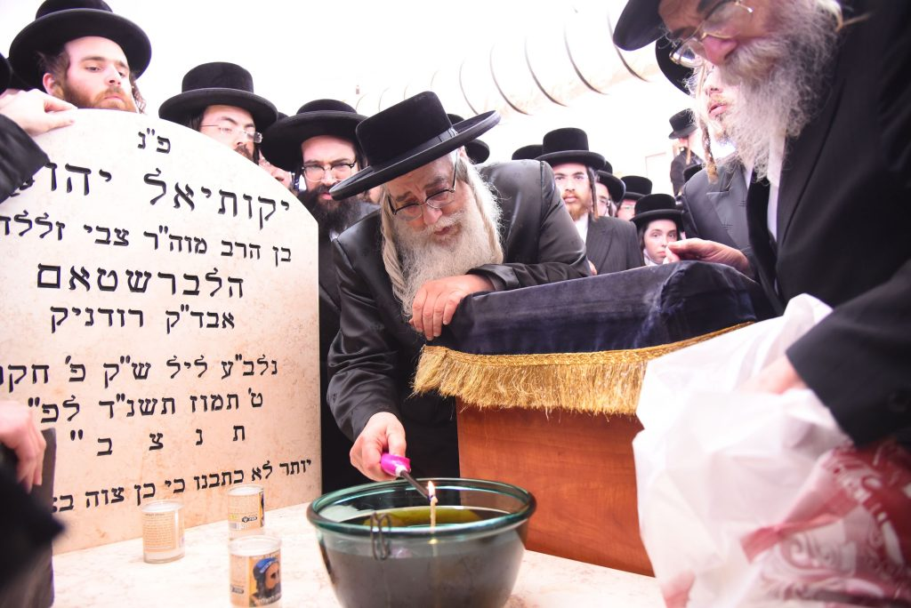 "The Sanzer Rebbe, shlit""a at the Kever of his father, the previous Sanz-Klausenburg Rebbe, zt""l, in Kiryat Sanz Netanya, Israel. (Moshe Goldstein)"