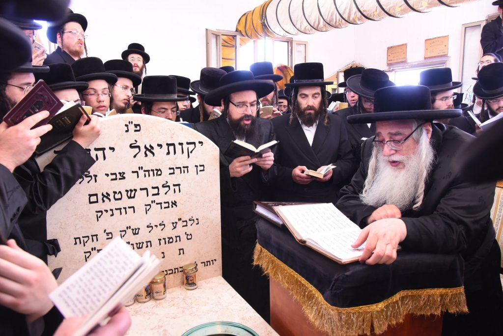"The Sanzer Rebbe, shlit""a at the Kever of his father, the previous Sanz-Klausenburg Rebbe, zy""a, in Kiryat Sanz Netanya, Israel. (Moshe Goldstein)"