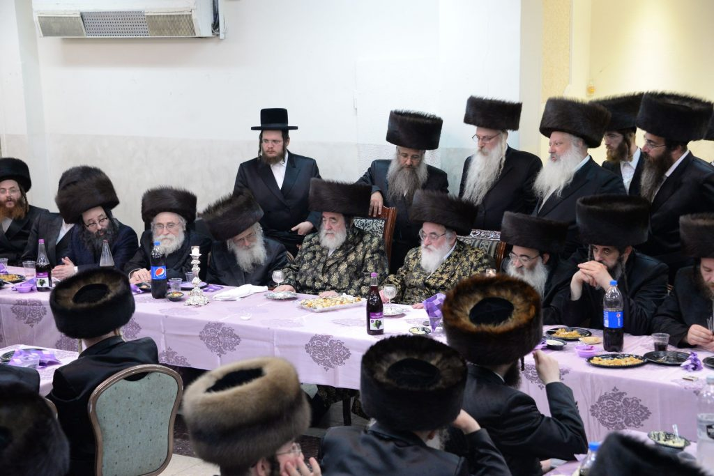 The Vizhnitzer Rebbes at the melaveh malkah. (JDN)