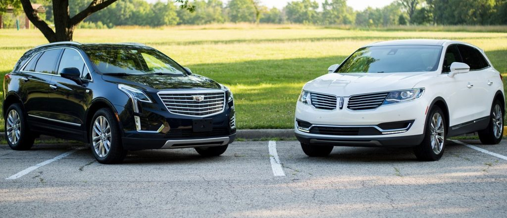 The 2017 Cadillac XT5 (L) and 2016 Lincoln MKX. (Tom Snitzer/Chicago Tribune/TNS)