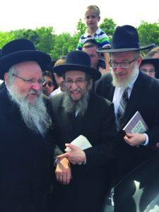 Harav Shmuel Kamenetsky, member of the Moetzes Gedolei HaTorah, escorted to the meeting by Rabbi Avrohom Nisan Perl (L) and Rabbi Labish Becker (R).
