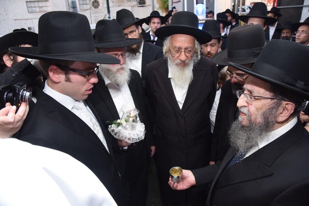 Harav Shmuel Kaminetzky by his grandsons wedding. (JDN)