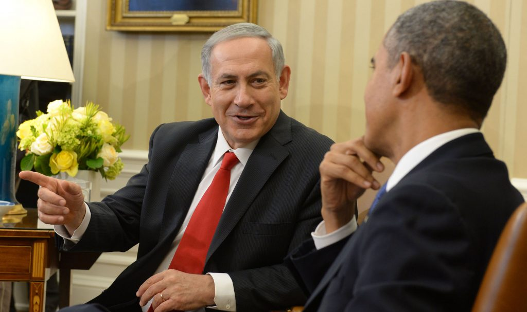 FILE ** Israeli Prime Minister Binyamin Netanyahu (L) meets with US president Barack Obama, at the WHite House, Washington DC, USA. March 03, 2014. (Avi Ohayon/GPO/Flash90)