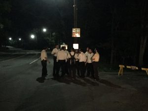 Volunteers searching for the bachurim Thursday night. (News Breakers)