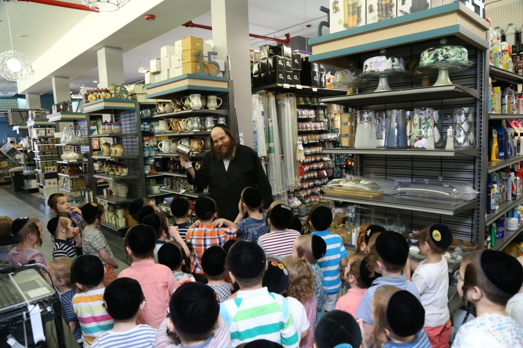 Children of the Tzemach Tzadik Viznitz Cheider in Williamsburg visiting the HOMERY Super Store, to see how tevilahs keilim is done in the Mikvah, after learning in the Parsha about Tevilah (JDN)