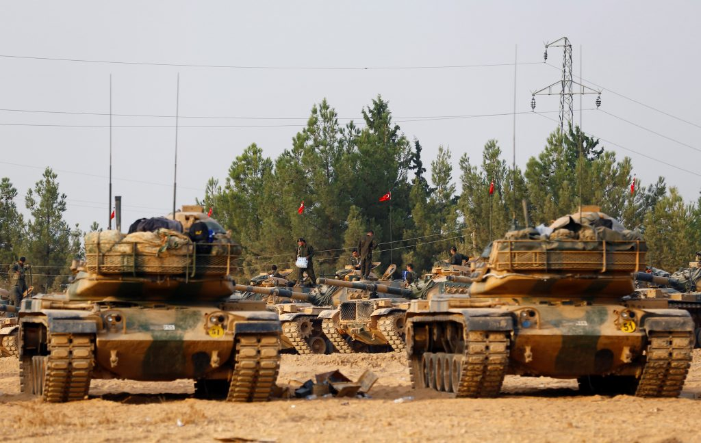Turkish army tanks and military personnel are stationed in Karkamis on the Turkish-Syrian border in the southeastern Gaziantep province, Turkey, August 25, 2016. REUTERS/Umit Bektas