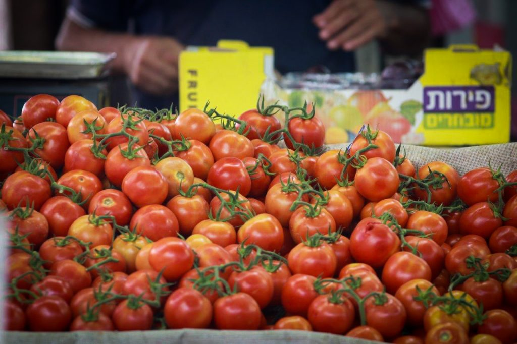 Tomatoes for sale at a market in Tel Aviv, for those who can afford them. (Flash90)