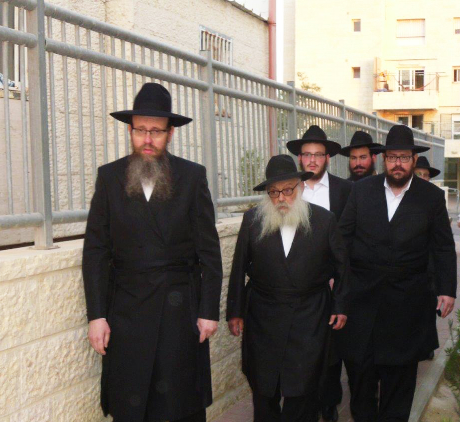 "Harav Yehudah Leib Groner, the secretary of the Lubavitcher Rebbe, zy""a, on a visit to Eretz Yisrael, spent Shabbos in Beitar Ilit. (JDN)"