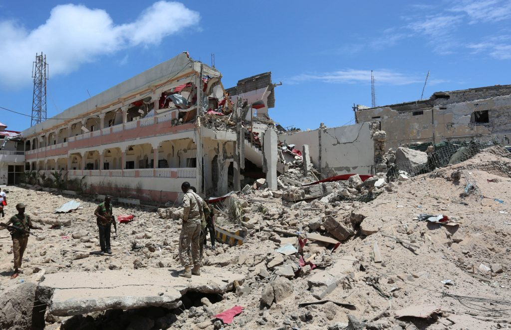 Security forces stand at the SYL hotel that was partly destroyed following a car bomb claimed by al Shabaab Islamist militants outside the president's palace in the Somali capital of Mogadishu, August 30, 2016. REUTERS/Feisal Omar
