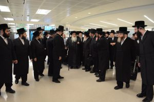 The Rebbe arrives at the airport in New York.