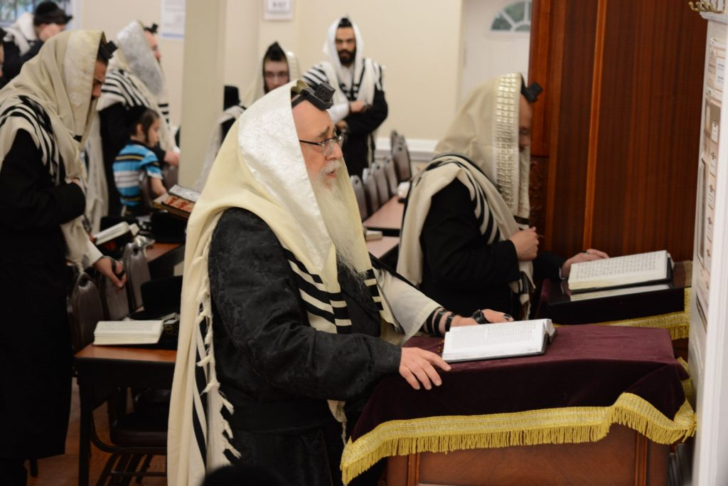 The Rebbe davens Shacharis in America.