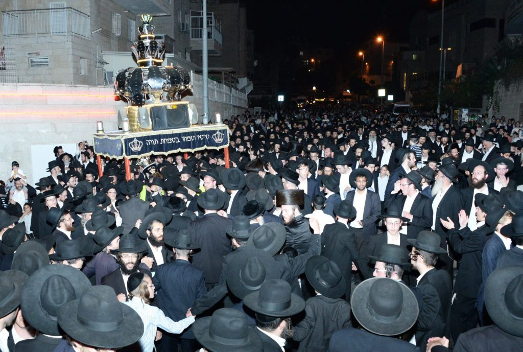 The procession of the new sefer Torah down the streets of Yerushalayim. (JDN)