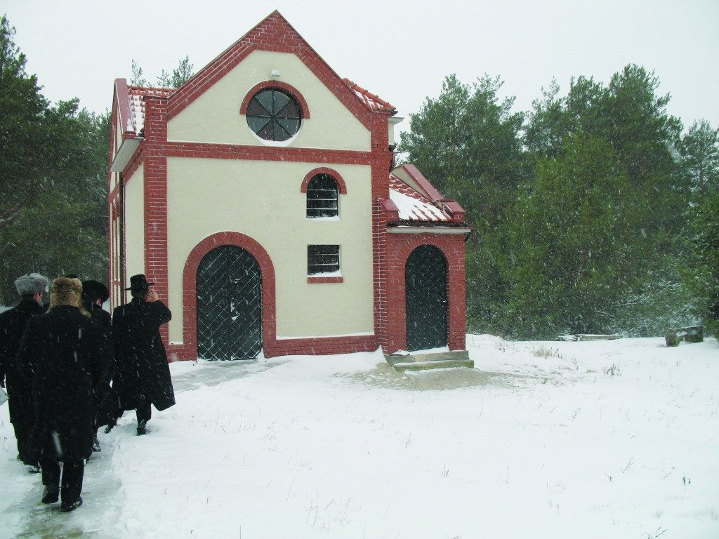 P. Taub The recently built ohel in Kozhnitz.