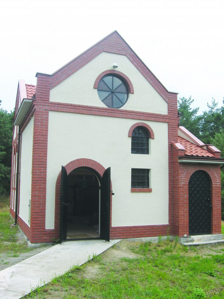 The recently built ohel in Kozhnitz.