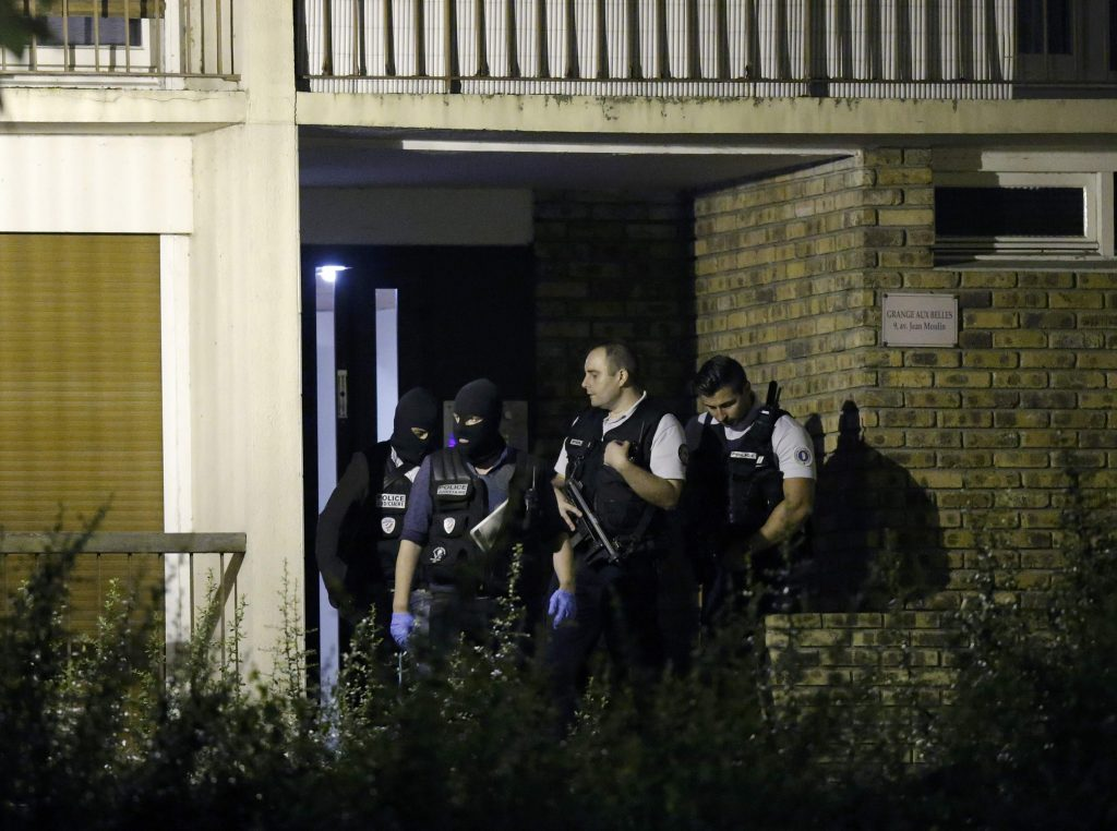 French policemen take part in a police raid in Boussy-Saint-Antoine near Paris, France. (Christian Hartmann/Reuters)