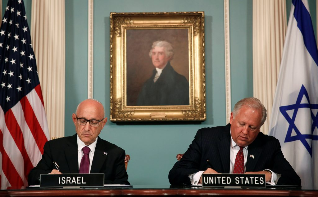 U.S. Undersecretary of State Tom Shannon (R) and Israeli Acting National Security Advisor Jacob Nagel participate in a signing ceremony for a new ten-year pact on security assistance between the two nations at the State Department on Wednesday. (Reuters/Gary Cameron)