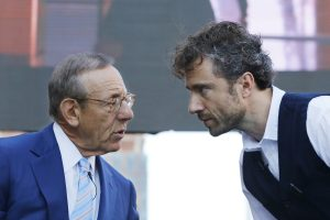 """Stephen Ross, left, Chairman of Related Companies, talks with Thomas Heatherwick, the designer of the """"Vessel"""" sculpture, at Hudson Yards on Wednesday. (AP Photo/Mark Lennihan)"""