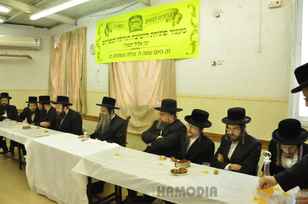 The Koidenov Rebbe, shlita, at the pesichah. (JDN)