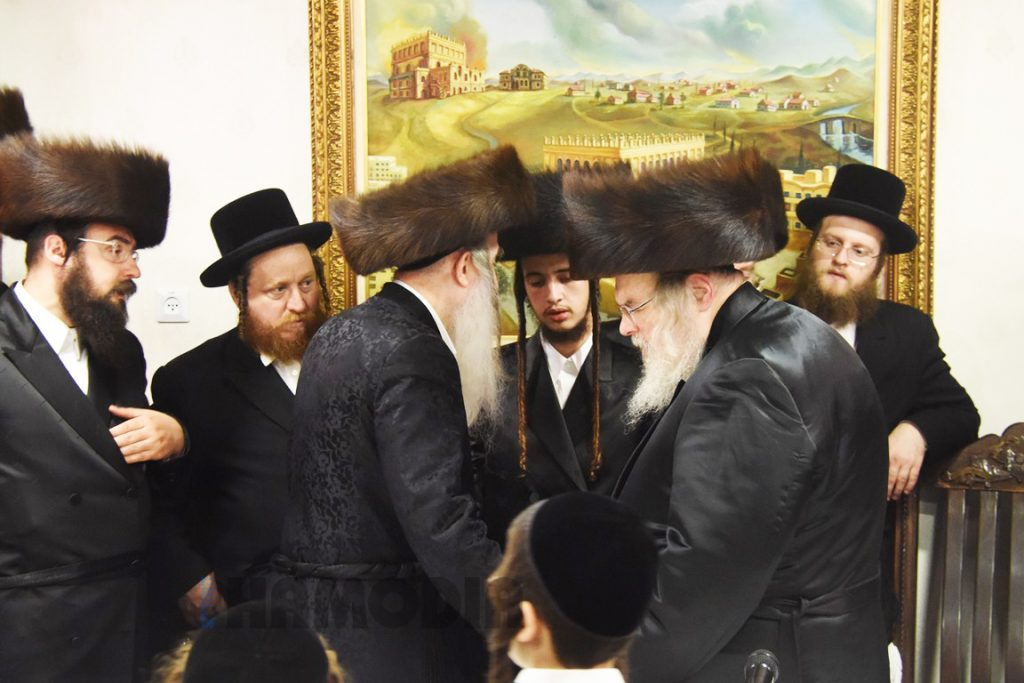 The Belzer Rebbe (R) and the Machnovka-Belz Rebbe (L) dance with the chassan (C). (Anshil Beck/JDN)