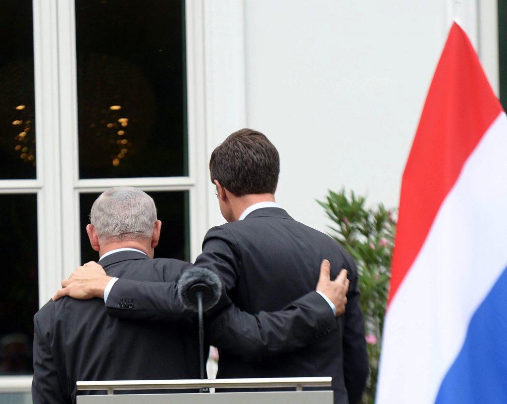 Israeli Prime Minister Binyamin Netanyahu with Dutch Prime Minister Mark Rutte in Den Haag on Wednesday. (Amos Ben Gershom/GPO)