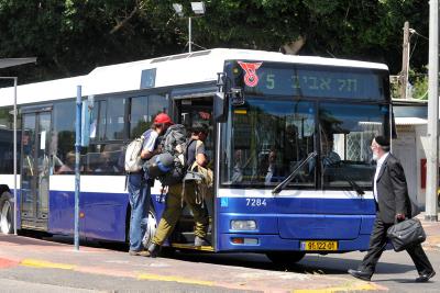 People go on bus of Dan company in Tel Aviv. Photo by Yossi Zeliger/FLASH90