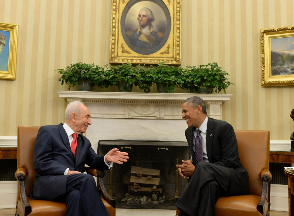 Israeli president SHimon Peres (L) meets with US president Barack Obama, in the White House, Washington DC, on June 25, 2014. Peres is on an official state visit in the US. Photo by Kobi Gideon / GPO/FLASH90