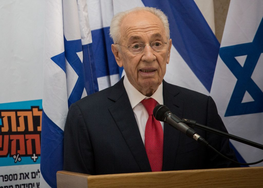 Former Prime Minister and President Shimon Peres, shown here speaking at a press conference at the Education Ministry in Yerushalayim in 2015. (Hadas Parush/Flash90)