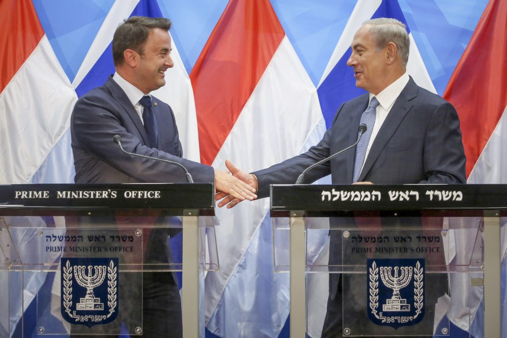 Prime Minister Benjamin Netanyahu (R) holds a press conference with Prime Minister of Luxemburg Xavier Bettel at the Prime Minister Office in Jerusalem on September 12, 2016. Photo by Marc Israel Sellem/POOL *** Local Caption *** ראש הממשלה בנימין נתניהו נפגש עם נשיא לוקסמבורג