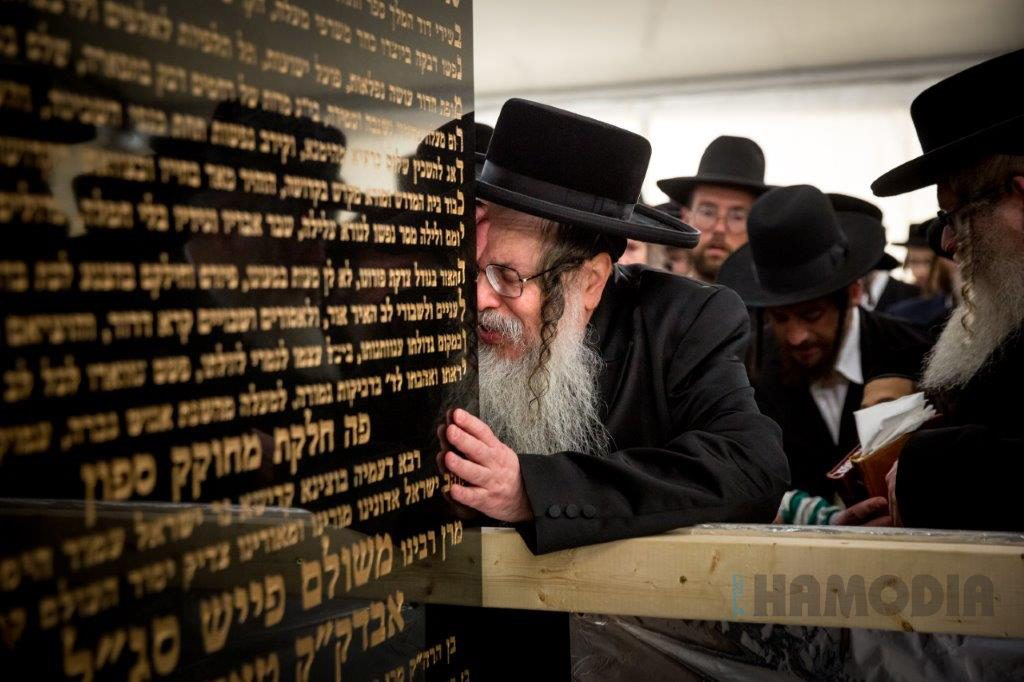 """The Tosher Rebbe leads tefillos at the kever of his father, the Tosher Rebbe, zy""""a, in Kiryas Tosh, Montreal. (JDN)"""