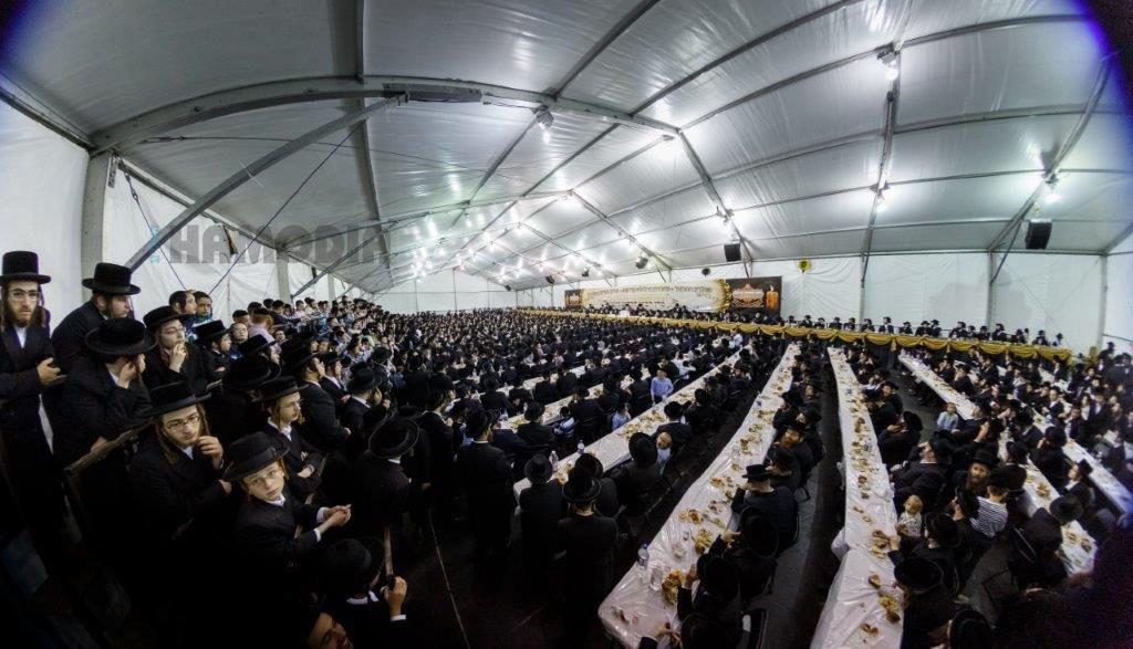 A view of the crowd at the yahrtzeit tisch. (JDN)