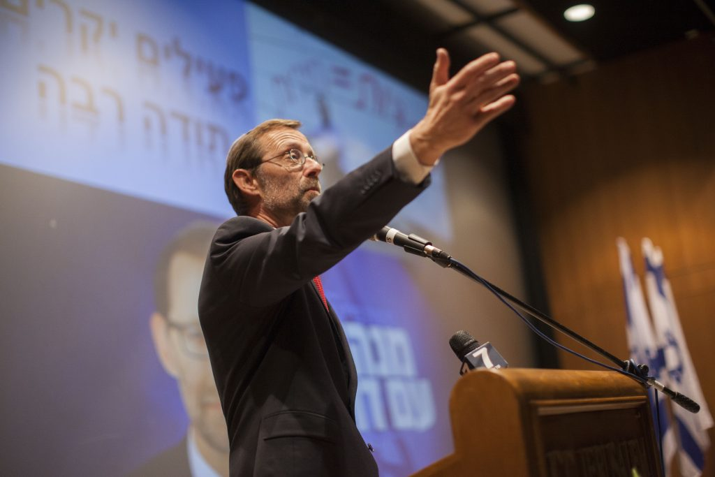 Moshe Feiglin seen announcing his departure from Likud at a gathering of his supporters on January 5, 2014. (Yonatan Sindel/Flash90)